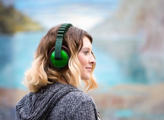 弹簧结构头戴耳机 姑娘们可以省了买发夹的钱