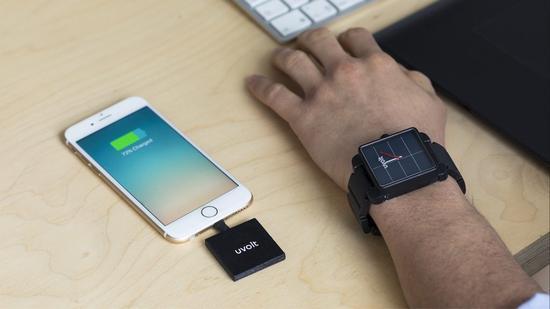 能给手机充电的手表 堪称永远有电的备用电源