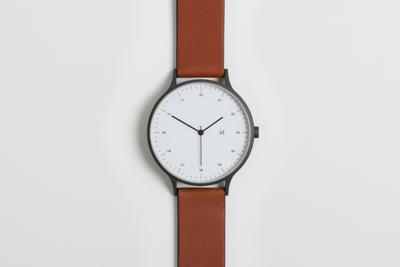 见惯金属表盘?今天我们来介绍款丝绒盘手表