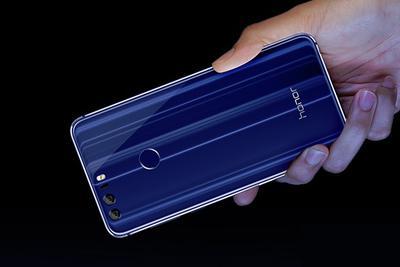 从荣耀8魅海蓝看2017智能手机颜色趋势