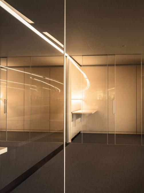 """乔布斯的想法是这些""""舱""""的叠加:办公舱、团队舱、社交舱等等。"""
