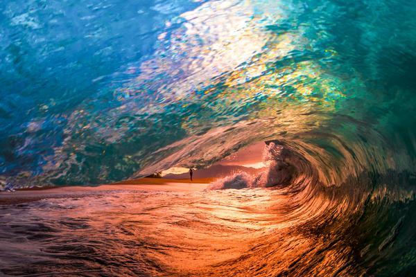 摄影师拍夏威夷五彩海浪 惊艳梦幻变身海上调色板