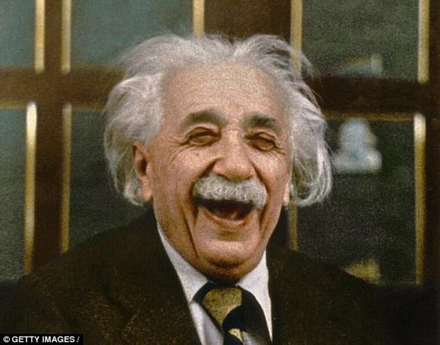 爱因斯坦的理论对引力做了非常优美的描述,但有很多证据显示这一理论中存在一些漏洞。仅仅是超大质量黑洞的存在本身就表明我们目前有关于宇宙如何运行的理论是不完善的,它似乎并不能够很好的解释黑洞的本质