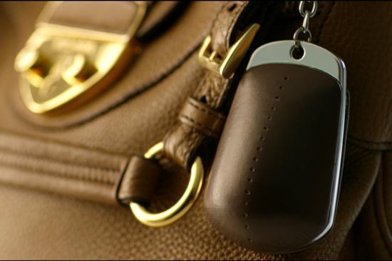 """有人发明能遥控""""爆炸""""的挎包 专门对付抢包贼"""