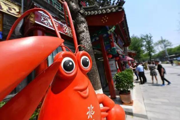 2017年5月1日,北京,簋街举办了开街仪式。图/CFP