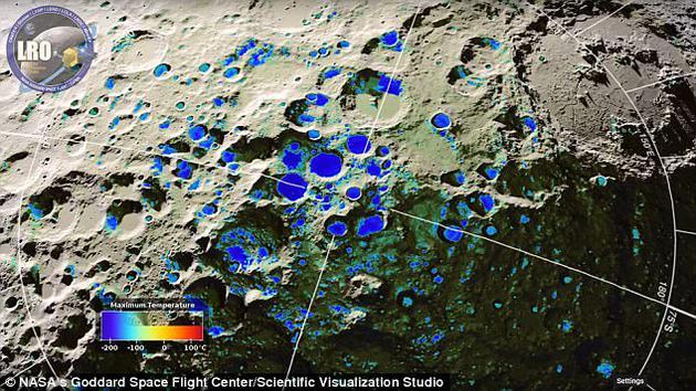 科学家认为月球南极冷阱之中存在着霜层,冷阱是永久黑暗区域,通常指深陨坑底部或者陨坑壁,这里无法接收太阳光线直接照射。图中是绘制的月球表面温度图,较寒冷区域(暗蓝色)集中在陨坑表面。