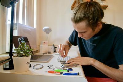 美国青少年兼职的新趋势:修理iPhone