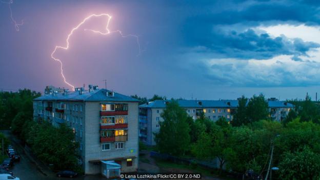 被闪电击中的概率通常被认为是百万分之一。但事实并非如此。