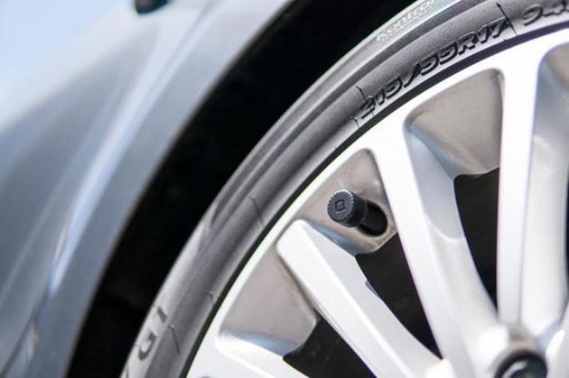 有了智能轮胎安全监视器 老司机开车从不爆胎