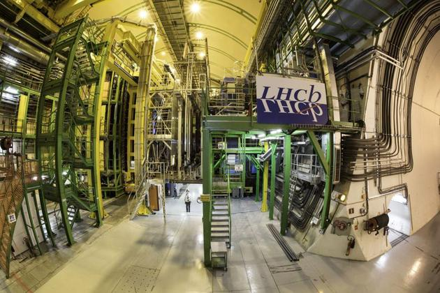 大型强子对撞机(LHC)上的底夸克探测器(LHCb)发现了一种新的粒子