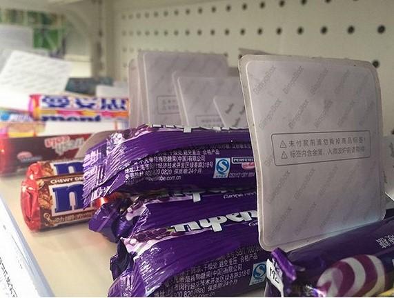 店内贴有RFID标签的商品 图片来源:网络