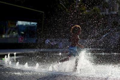 酷暑与大火,严寒与暴雪 全球多地出现极端天气