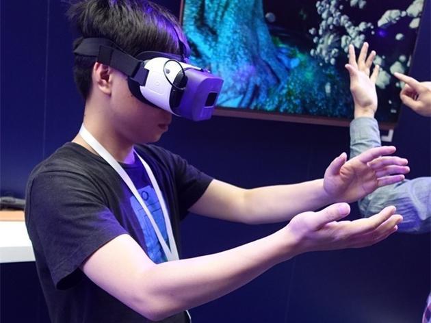 2016 年 12 月推出 VR 移动端平台