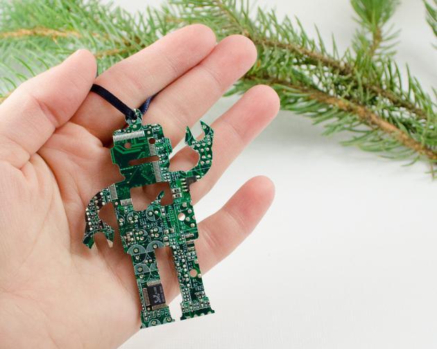 废旧电子产品别样归宿 DIY达人把它做成了珠宝