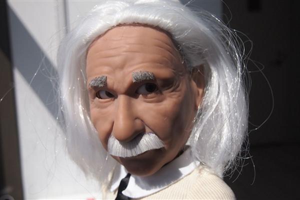 爱因斯坦仿真机器人吐舌头画面神还原