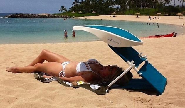 实用便携遮阳架 让你晒着太阳吹着海风看电影