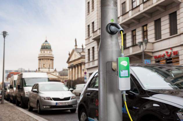 廉价方案:这家公司把路灯改造成了汽车充电站