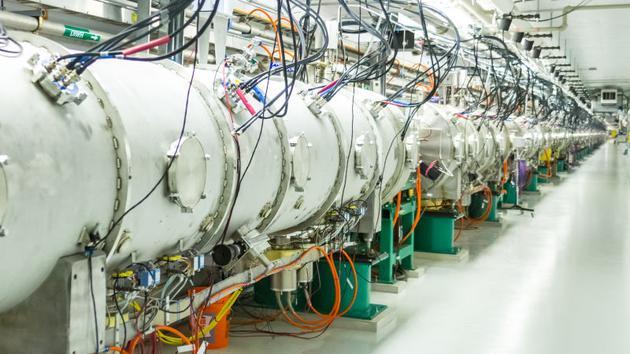 图为橡树岭国家实验室的SNS实验装置。
