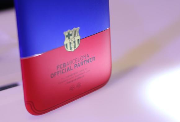 OPPO R11巴塞罗那定制版图赏