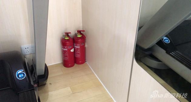 另一个小区的共享健身仓备有消防设备