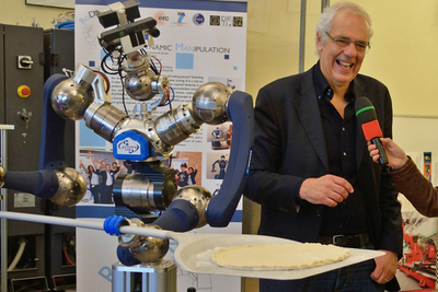 教授花1900万元造机器人做披萨 然而它学了4年没学会