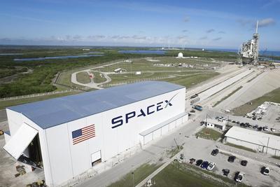 SpaceX飞船携带冰淇淋抵达国际空间站