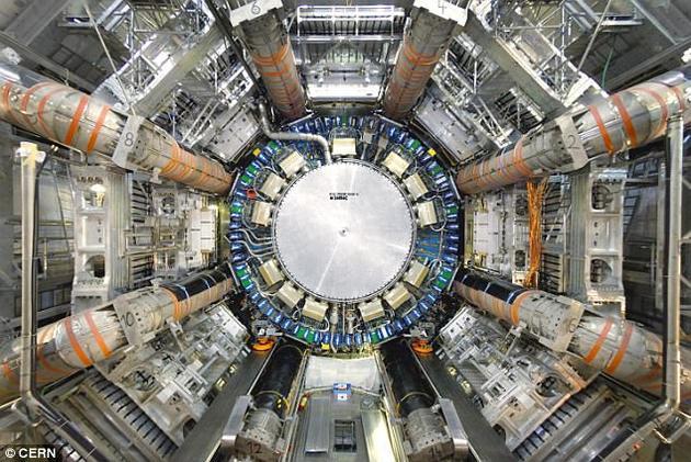 该发现来自大型强子对撞机的第二轮运行,开始于2015年。研究者解释称,在运行期间,铅离子以前所未有的速率在粒子加速器中碰撞。通过这一过程,研究者首次获得了光与光散射的直接证据。