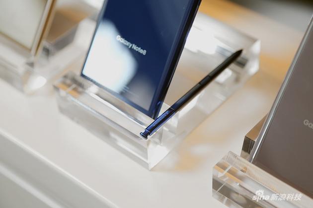 手  写笔是同S系列最大的差异