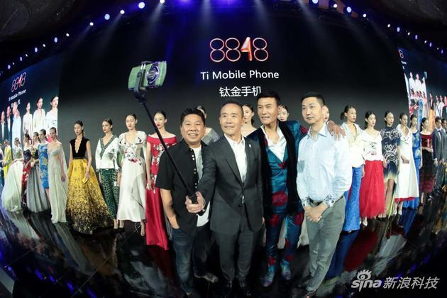 王石昨日现身手机发布会:开始挑战人生的第三座山峰