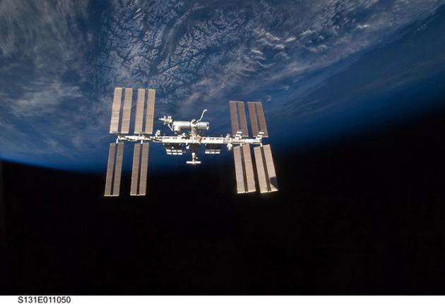 图中是2010年拍摄的国际空间站,目前,科学家将在国际空间站进行一项特殊实验,或将对于治疗帕金森氏症提供重要线索。
