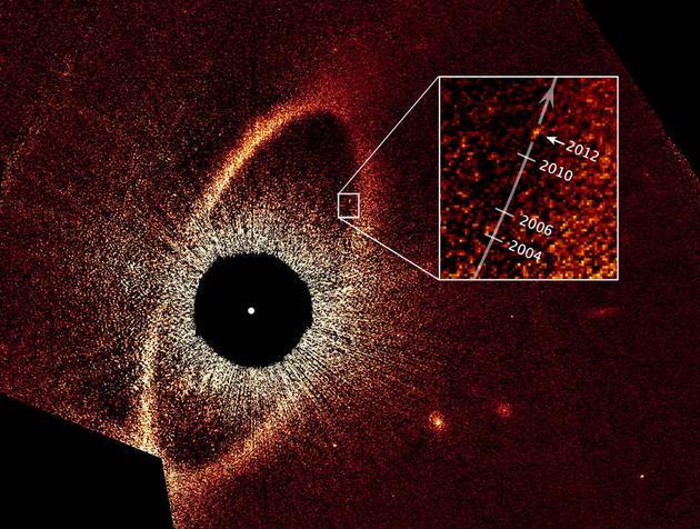 这是用直接成像法拍摄的南鱼座β,通过不同年份的成像,可以追踪这颗系外行星在轨道上的运动
