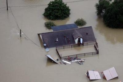"""""""哈维""""刚走""""艾玛""""又来 美国飓风不断多州遭重创"""