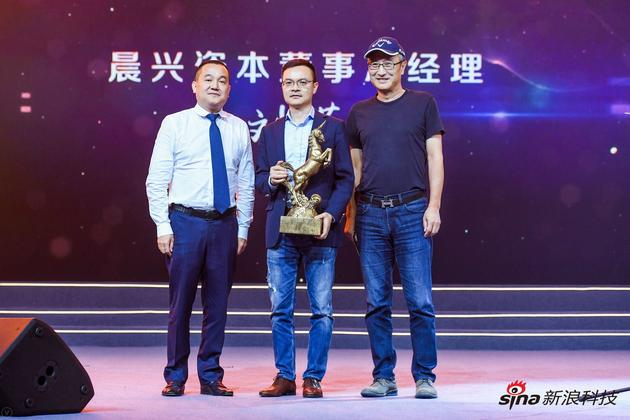泸州老窖董事长刘淼(左)、晨兴资本董事总经理刘芹(中)、华夏时报总编辑水皮(右)