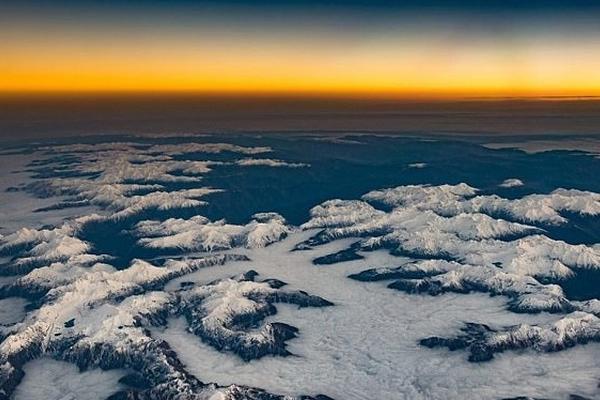 英飞行员驾驶舱拍下壮丽美景:从壮丽山河到梦幻夕阳