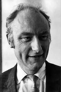 """图中是分子生物学家弗朗西斯?克里克(Francis Crick)博士,他是诺贝尔奖得主,与同事共同发现了DNA结构,他是""""惊奇假说(The Astonishing Hypothesis)""""的创始人。"""
