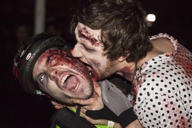 通过咬伤传播丧尸病毒的效率极低。丧尸互咬更是毫无意义。