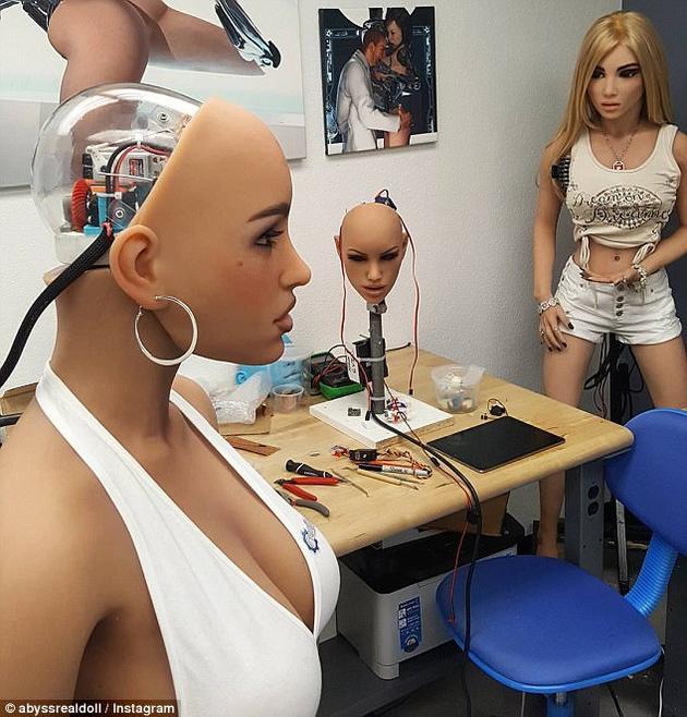 如果性爱机器人的操作系统与互联网连接,在黑客面前就变得十分脆弱。