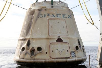在国际空间站停留近一个月 SpaceX的太空舱返回地球