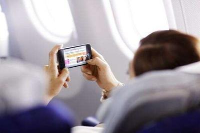 飞机上何时可以打手机?专家:不差技术只差钱