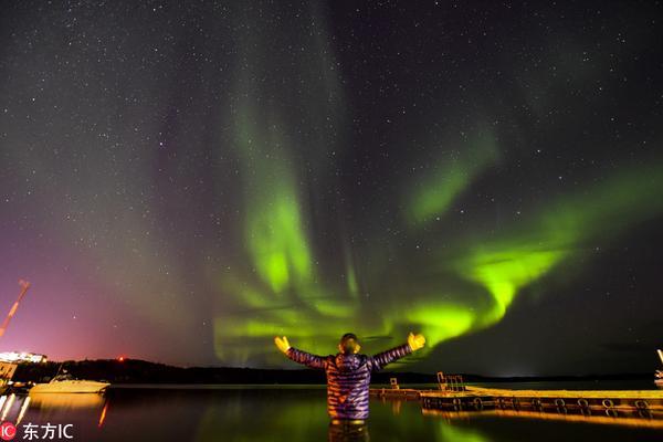 加拿大北极光景象 绚丽梦幻夺人眼球