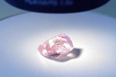 俄钻石公司发现罕见粉红巨钻 27.85克拉近无杂质(图)