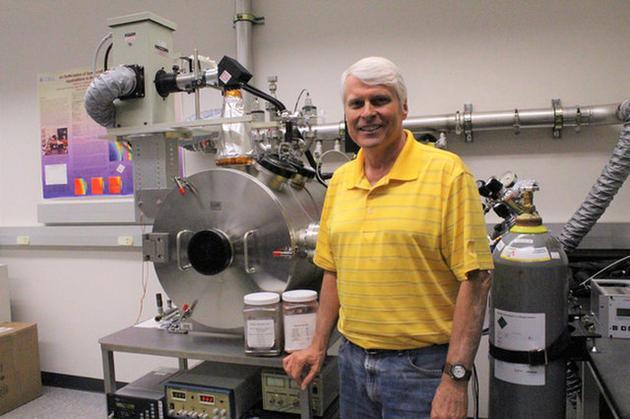 佛罗里达大学植物病理学专业的安德鲁·舒尔格利用NASA肯尼迪航天中心的火星实验室模拟了多种火星表面条件。
