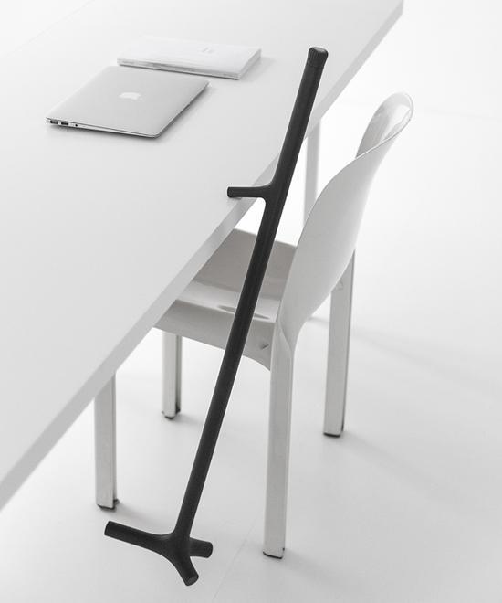 拐杖能够平衡稳固地暂时悬挂在任何桌子或工作台边沿