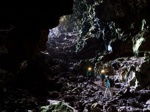 欧洲宇航员已开始受训并适应地球的熔岩管道环境。