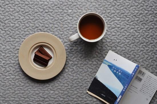 咖啡杯和碟子组成的一个套装
