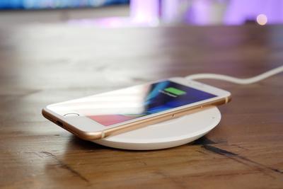 无线充电哪家强?5款Qi无线充电板横向测评