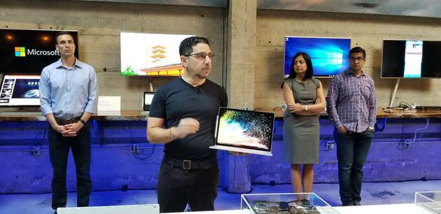 微软负责硬件设备的企业副总裁帕奈伊(Panos Panay)