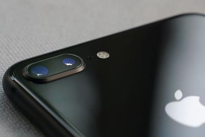 iPhone 8订单被削减50% 苹果股价下挫超2.5%
