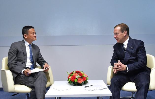 """马云应俄罗斯总理梅德韦杰夫邀请参加""""开放创新论坛"""",分享阿里巴巴在数字经济与全球化战略方面的经验,并同梅德韦杰夫进行了单独交流"""