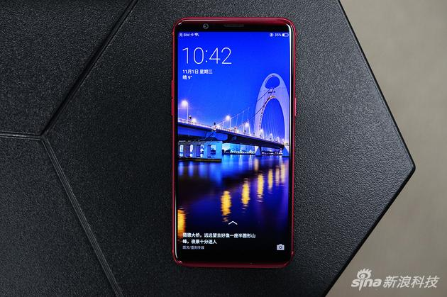 OPPO R11s采用全面屏设计